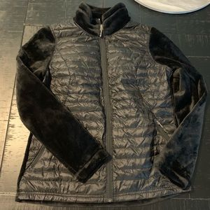 Black light weight puffer with fuzzy sleeve